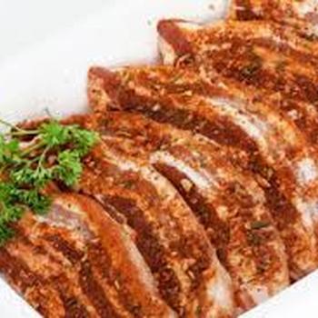 Lard de porc mariné
